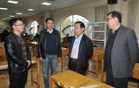 图一:省教育厅党组成员、省招办主任朱玉山检查录取工作开展情况.jpg