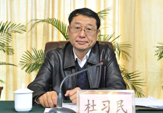 图三:省招办副主任杜习民主持会议.jpg