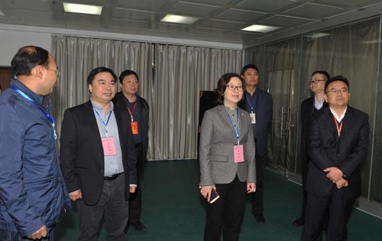 图二:省教育厅副厅长毛杰在考点检查教师资格考试组织工作.JPG