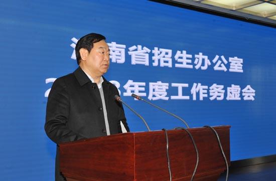 图三:省教育厅党组成员、省招办主任朱玉山出席会议并讲话.JPG
